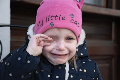 Ніколи не говоріть дитині ці 4 фрази, коли вона плаче