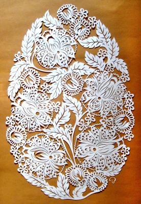 Мені подобається вирізати із паперу: буковинець відроджує забуту техніку паперових витинанок