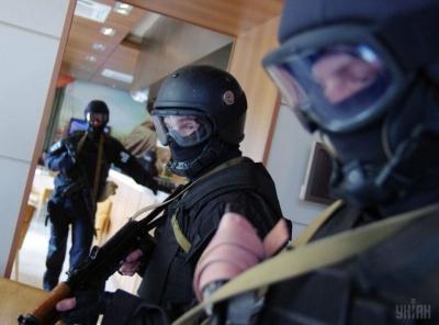 Обшуки на фірмах депутатів та інцидент із волонтером у Заставні. Головні новини 19 лютого