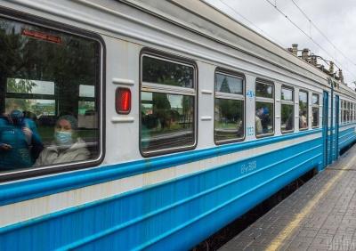 «Засмикався» і впав: у вагоні поїзда раптово помер чоловік