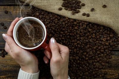 Якість сну та здоров'я людини залежить від часу вживання кави — вчені