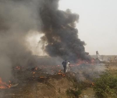 У Нігерії розбився військовий літак, семеро загиблих, - фото