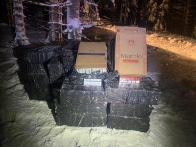 Зупиняли пострілами: на Буковині прикордонники виявили контрабандних цигарок на 750 тисяч гривень