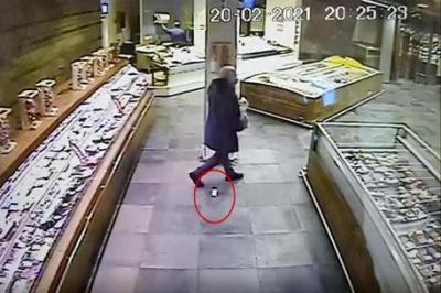 У Неаполі розшукують чоловіка, який у супермаркеті загубив діаманти на 50 тисяч євро