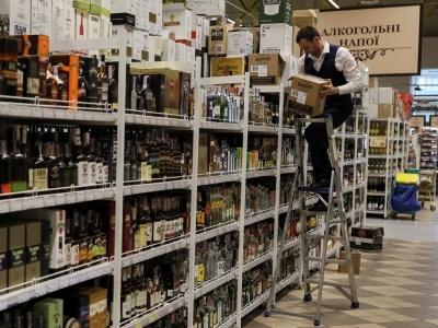"""""""Випльовуємо залишки радянського минулого"""": статистика продажу спиртного показала, що українці не святкують """"23 лютого"""""""