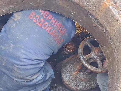 Частина Чернівців уже другу добу без води: графік підвозу