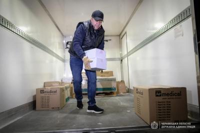 На Буковину прибула перша партія вакцин проти коронавірусу: хто її отримає першим
