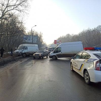 ДТП у Чернівцях: рух транспорту біля Калинки ускладнено