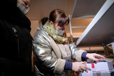 Привезені до Чернівців вакцини вже розвантажили – фото