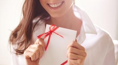 Що подарувати улюбленій жінці на 8 Березня? Сертифікат на косметологічні послуги приємно здивує кожну!*