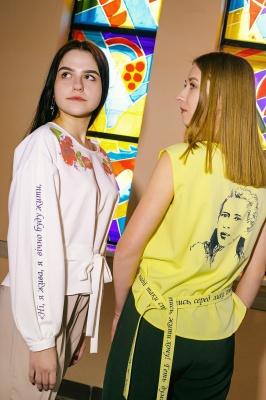 """""""Ні, я жива"""": на Буковині студенти створили одяг з віршами Лесі Українки - фото"""