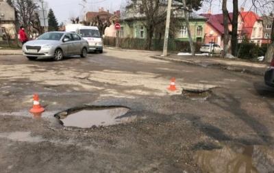 Чернівецька міськрада просить в Осачука і Бойка 33 мільйони на ремонт доріг