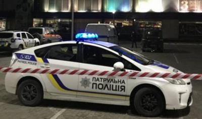 У Чернівцях посеред ночі «замінували» магазин: поліція розшукує «жартівника»
