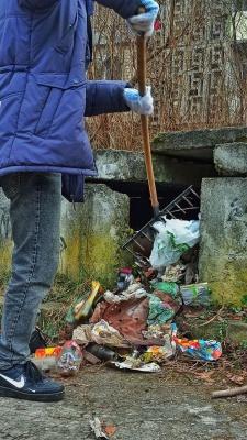 «Назбируємо за один раз 40 великих мішків сміття»: у Чернівцях волонтери щовихідних прибирають місто - фото