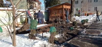 У дитсадку Чернівців частина тепломережі опинилася на подвір'ї сусіда - фото