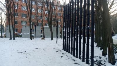 Роботи зависли: пам'ятник Героям Небесної Сотні у Чернівцях став довгобудом