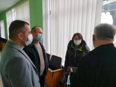 У Чернівцях хворих на коронавірус відвозять у районні лікарні