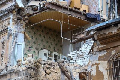 Стіна рухнула: в Одесі обвалився будинок - фото