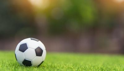 Футбол: у прем`єрлізі України зустрілися лідери