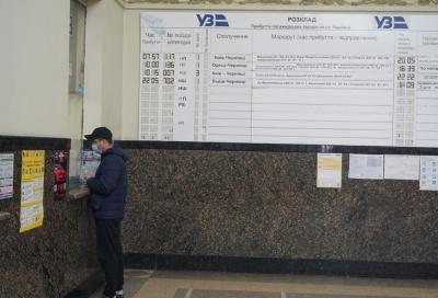 Укрзалізницю просять не скасовувати потяги до Чернівців через «червону» зону