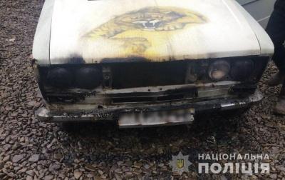 У Чернівцях невідомий підпалив легкове авто: зловмиснику загрожує 10 років тюрми