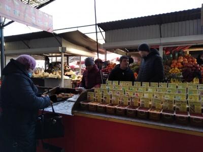 «Заборонене на продаж не виставляємо»: що відбувається на Калинівському ринку, який закрили на карантин
