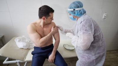 Зеленський вакцинувався проти коронавірусу – фото
