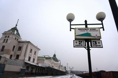 Ковід-антирекорди і скасування потягів до Чернівців. Головні новини 2 березня