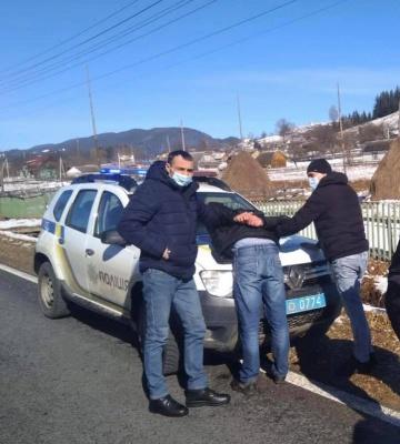 На Прикарпатті поліція затримала буковинця, який розрахувався в магазині фальшивою купюрою