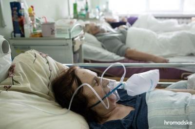 На Буковині родичам дозволили виходжувати ковідних хворих у реанімації