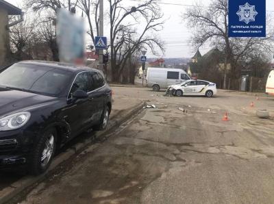 У ДТП з патрульним авто в Чернівцях винна водійка Porsche – поліція