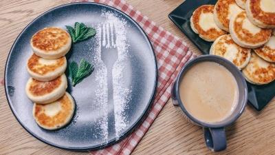 Популярні зараз сирники з бананом без яєць — дуже смачно, просто і швидко