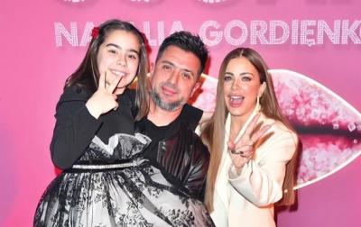 Співачка з Буковини прийшла на вечірку попід руку з екс-чоловіком після скандального розлучення з ним – відео
