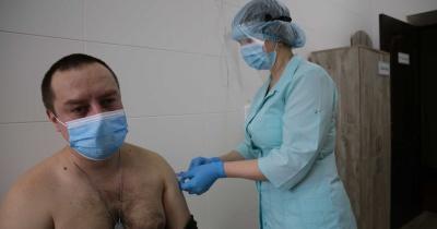 У зоні ООС від коронавірусу вакцинували вже понад тисячу військових: чи були ускладнення