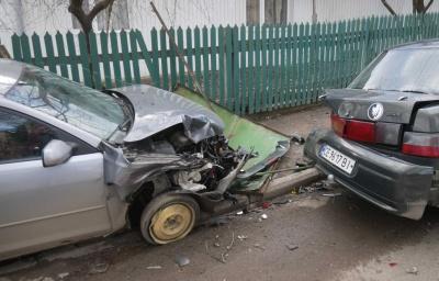 На Буковині водійка з ознаками сп'яніння протаранила два авто й огорожу