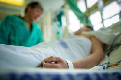 «Допомогу отримають не всі»: влада Буковини заговорила про загрозу «сортування» у лікарнях