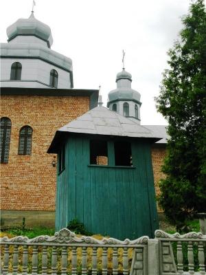 Невідома Буковина: церква без куполів із цінними іконами
