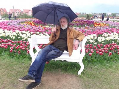 Художник із Чернівців розповів, де є ексклюзивні речі «за копійки»
