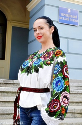 «Люблю багату простоту»: депутатка з Чернівців про улюблений стиль одягу