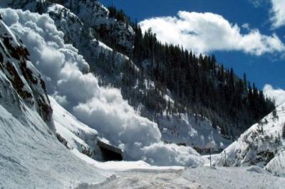 Рятувальники попередили про сніголавинну небезпеку у Карпатах