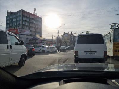 ДТП у Чернівцях: водій тролейбусу не врахував дорожньої обстановки