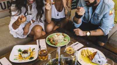 Вчені розповіли, що пізня вечеря допомагає худнути
