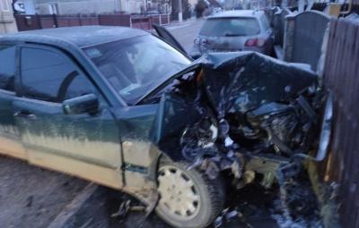 ДТП на Буковині: легковик протаранив припарковану автівку – фото