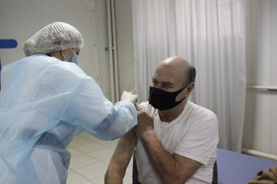 «Вони виживуть»: кого з відомих буковинців сьогодні вакцинували - фото