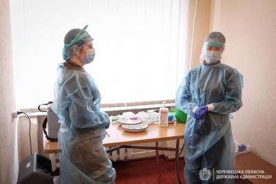 Вакцинувалися без побоювань: кого з відомих буковинців щепили від COVID-19 сьогодні