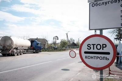 «Шини спущені, бензину не дають»: на Буковині патрульні поскаржились на умови роботи на КПП «Атаки»
