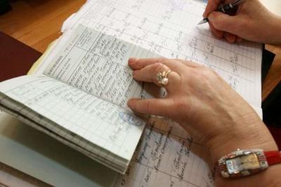 Україна переходить на електронні трудові книжки: що зміниться та чим ризикують працівники