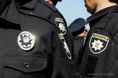 У Борисполі чоловік збрехав копам про побиття матері, щоб доїхати додому на службовому авто