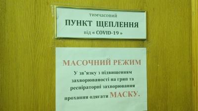 «Хтось десь чув, що хтось десь умер»: у лікарні на Буковині пояснили, чому медики не вакцинуються