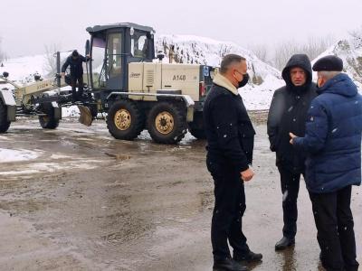 Вулиці Чернівців прибирають від снігу 14 одиниць техніки, – Клічук